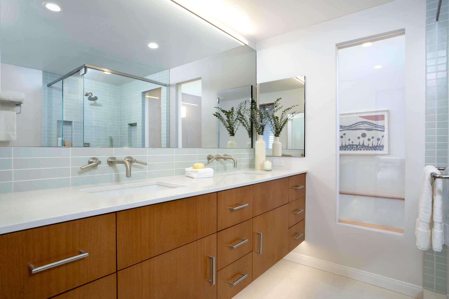 Hankoff bathroom