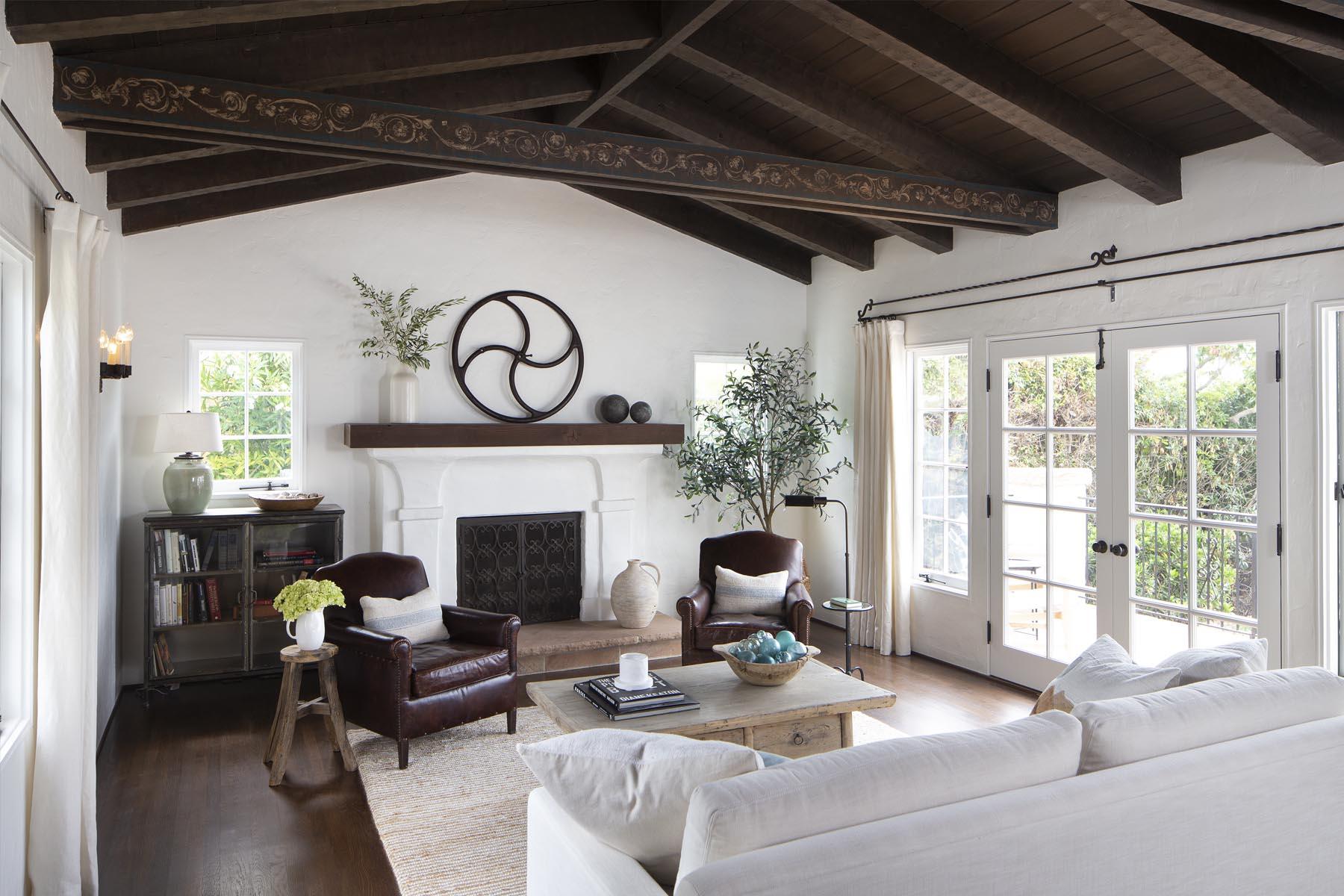 Bird living room fireplace
